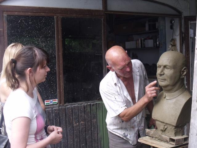 Művészfölde alkotótábor 2012 június-műteremlátogatás Burúzs Csaba műtermében.