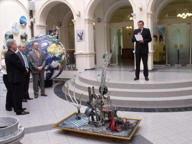 EDF DÉMÁSZ-D Galéria kiállításmegnyitó- előtérben: Energiák-Meta-Amorf-Ózis